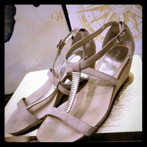 AK low heel sandals